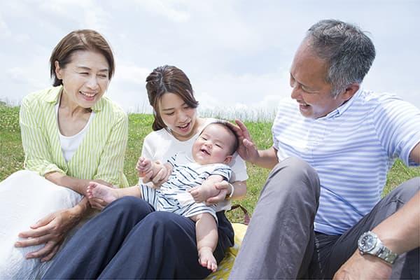 三世代家族のイメージ写真