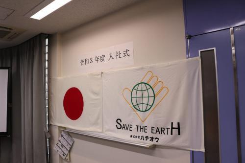 日本国旗とモクラスのロゴ